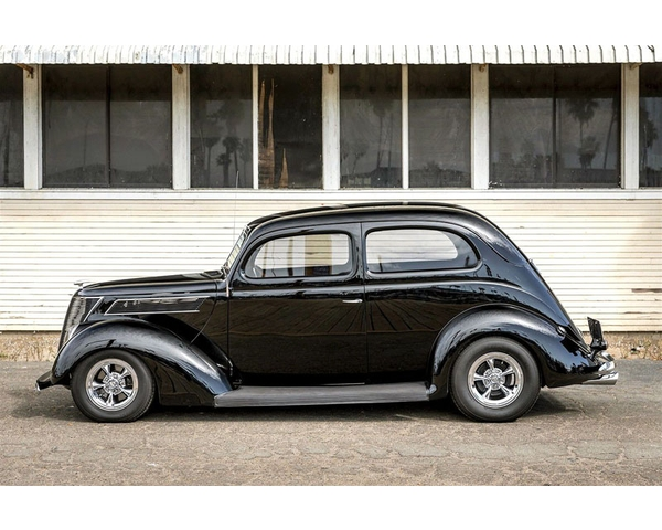 1937 Ford Tudor Slantback Sedan