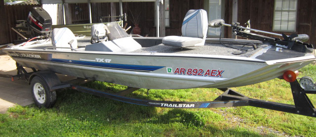 1992 Basstracker Boat